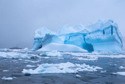 https://imgc.allpostersimages.com/img/posters/iceberg-in-the-antarctic-waters-enterprise-island-antarctica-polar-regions_u-L-PNGFA40.jpg?p=0