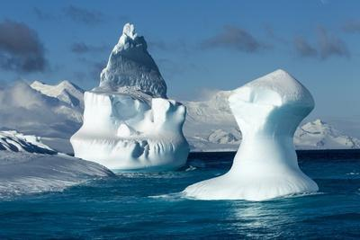 https://imgc.allpostersimages.com/img/posters/iceberg-south-shetland-islands-antarctica_u-L-PZMD7Q0.jpg?p=0
