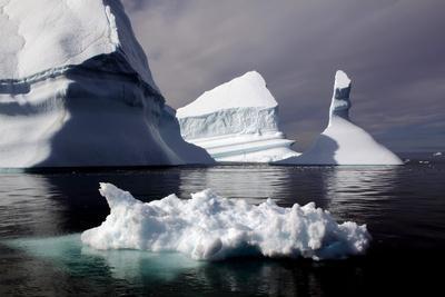 https://imgc.allpostersimages.com/img/posters/icebergs-in-greenland_u-L-Q10VHJZ0.jpg?p=0