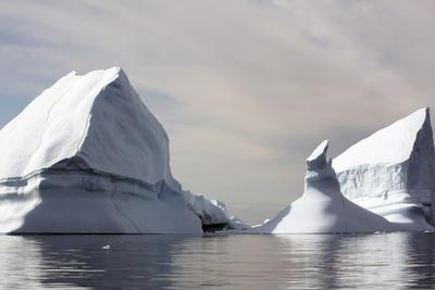 https://imgc.allpostersimages.com/img/posters/icebergs-in-greenland_u-L-Q10VHNU0.jpg?p=0