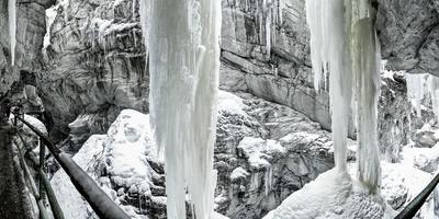 https://imgc.allpostersimages.com/img/posters/icicles-in-the-breitachklamm-near-oberstdorf-bavaria-germany-footpath-through-the-gorge_u-L-Q11Z5A90.jpg?p=0