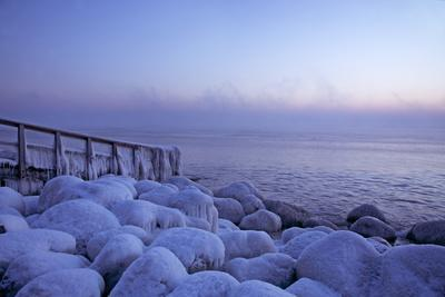 https://imgc.allpostersimages.com/img/posters/icy-morning-at-the-l-beck-bay-in-travem-nde-iced-up-stones-stairs-morning-mood_u-L-Q11WBZC0.jpg?p=0