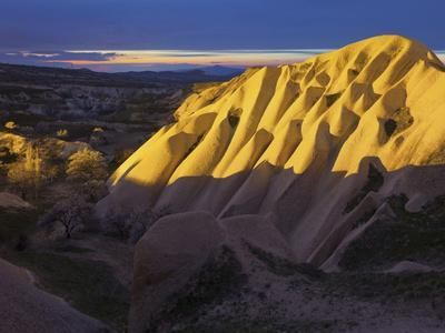 https://imgc.allpostersimages.com/img/posters/illuminateded-tuff-stone-erosion-with-uchisar-cappadocia-anatolia-turkey_u-L-Q11YMLZ0.jpg?p=0