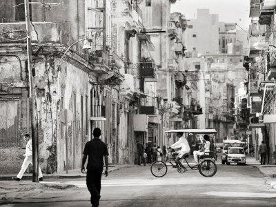 https://imgc.allpostersimages.com/img/posters/image-taken-with-a-holga-medium-format-120-film-toy-camera-of-view-along-busy-street-havana-cuba_u-L-P7NIW00.jpg?p=0