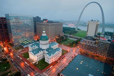 In a misty rain an elevated view of Gateway Arch and the historical Old St. Louis Courthouse. Th...