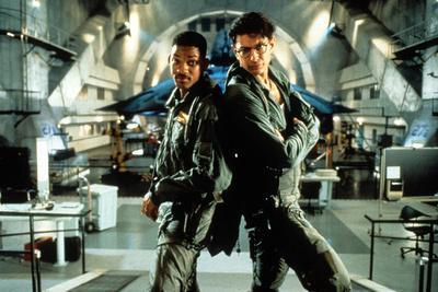 https://imgc.allpostersimages.com/img/posters/independence-day-de-roland-emmerich-avec-will-smith-et-jeff-goldblum-1996_u-L-PWGL570.jpg?p=0