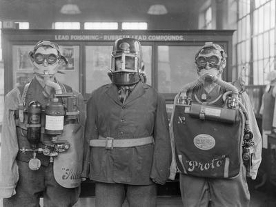https://imgc.allpostersimages.com/img/posters/industrial-gas-masks_u-L-Q1078FU0.jpg?artPerspective=n