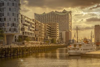 Germany, Hamburg, Hafencity, 'Magellan-Terrassen', 'Sandtorkai', 'Sandtorhafen' (Harbour
