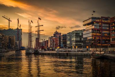 Germany, Hamburg, Hafencity, Magellan Terrassen, Sandtorkai, Sandtorhafen