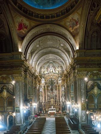 https://imgc.allpostersimages.com/img/posters/interior-church-of-sant-andrea-bra-italy_u-L-POPOBL0.jpg?p=0
