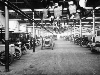 https://imgc.allpostersimages.com/img/posters/interior-of-daimler-factory-1900s_u-L-Q10LNVC0.jpg?p=0