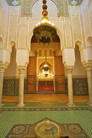 https://imgc.allpostersimages.com/img/posters/interior-of-mausoleum-of-moulay-ismail-meknes-morocco-north-africa-africa_u-L-PQ8Q9B0.jpg?p=0