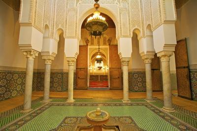 https://imgc.allpostersimages.com/img/posters/interior-of-mausoleum-of-moulay-ismail-meknes-morocco-north-africa-africa_u-L-PQ8QUN0.jpg?p=0
