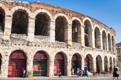 https://imgc.allpostersimages.com/img/posters/interior-of-roman-arena-verona-unesco-world-heritage-site-veneto-italy-europe_u-L-PQ8SRZ0.jpg?p=0
