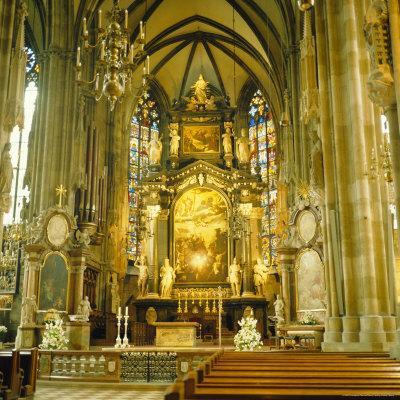 https://imgc.allpostersimages.com/img/posters/interior-of-st-stephan-s-cathedral-vienna-austria_u-L-P2QU2N0.jpg?p=0
