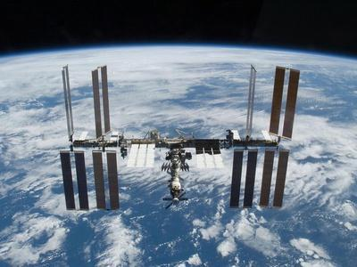 https://imgc.allpostersimages.com/img/posters/international-space-station-in-2009_u-L-PH7QJW0.jpg?artPerspective=n