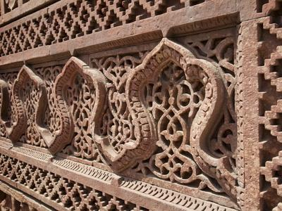 https://imgc.allpostersimages.com/img/posters/intricate-carving-qutb-complex-delhi-india-asia_u-L-PFNVWP0.jpg?p=0