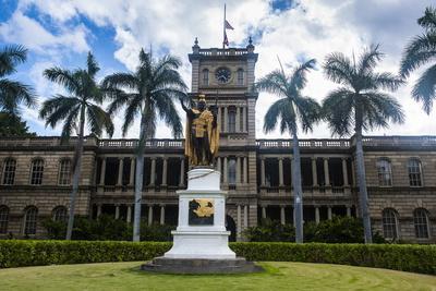 https://imgc.allpostersimages.com/img/posters/iolani-palace-honolulu-oahu-hawaii-united-states-of-america-pacific_u-L-PQ8PLN0.jpg?p=0