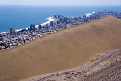 https://imgc.allpostersimages.com/img/posters/iquique-town-and-beach-atacama-desert-chile_u-L-PWFD960.jpg?p=0