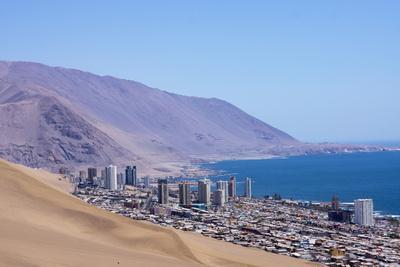 https://imgc.allpostersimages.com/img/posters/iquiquie-atacama-desert-chile_u-L-PWFCL20.jpg?p=0