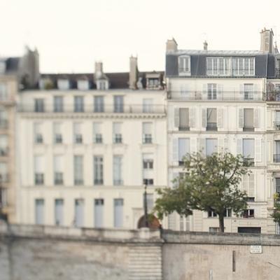 Amour de la Ville - Route by Irene Suchocki