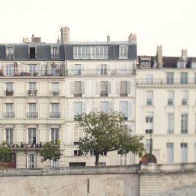 Amour de la Ville - Rue by Irene Suchocki