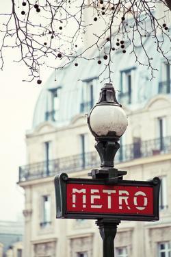 Le Metro by Irene Suchocki