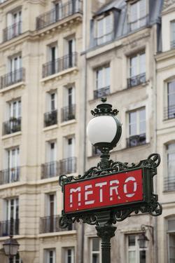 Metro Rouge by Irene Suchocki