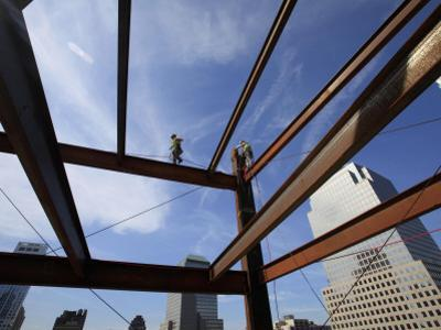 Ironworker Walks a Beam Above the 24th Floor of One World Trade Center in New York