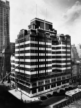 Fifth Avenue Building, New York by Irving Underhill