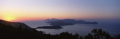 https://imgc.allpostersimages.com/img/posters/islands-in-the-sea-aeolian-islands-sicily-italy_u-L-P6JEAA0.jpg?p=0