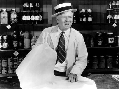 https://imgc.allpostersimages.com/img/posters/it-s-a-gift-w-c-fields-1934_u-L-PH45LH0.jpg?artPerspective=n