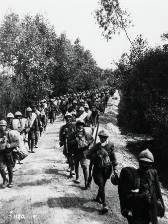https://imgc.allpostersimages.com/img/posters/italian-reinforcements-on-their-way-to-frontline-june-1918_u-L-POPOY10.jpg?p=0