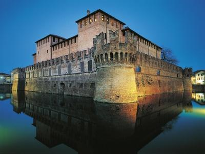 https://imgc.allpostersimages.com/img/posters/italy-emilia-romagna-region-fontanellato-castle-of-sanvitale-at-night_u-L-PP39M40.jpg?p=0