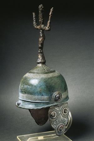 https://imgc.allpostersimages.com/img/posters/italy-marche-picene-bronze-helmet-with-an-iron-crest_u-L-PRBJU60.jpg?p=0
