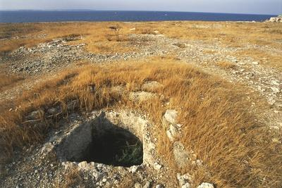https://imgc.allpostersimages.com/img/posters/italy-province-of-siracusa-thapsos-archaeological-site-mycenaean-tombs-at-necropolis_u-L-PRLEO70.jpg?artPerspective=n