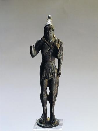 https://imgc.allpostersimages.com/img/posters/italy-rovigo-province-porto-viro-contarina-bronze-statue-depicting-hercules_u-L-POPPEP0.jpg?artPerspective=n