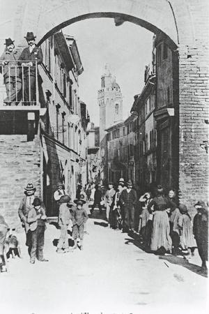 https://imgc.allpostersimages.com/img/posters/italy-siena-buonconvento-porta-romana-1902_u-L-PRBH990.jpg?p=0