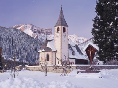 https://imgc.allpostersimages.com/img/posters/italy-south-tyrol-alto-adige-church-in-prags-natural-reserve-of-fanes-sennes-prags-seekofel_u-L-Q11YN450.jpg?p=0