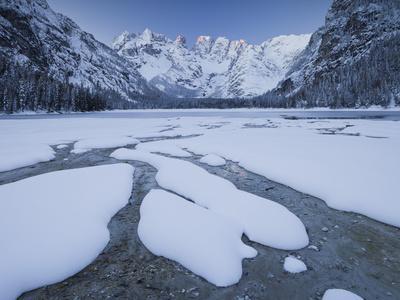 https://imgc.allpostersimages.com/img/posters/italy-south-tyrol-alto-adige-lake-d-rrsee-monte-cristallo-snow_u-L-Q11YW9K0.jpg?p=0