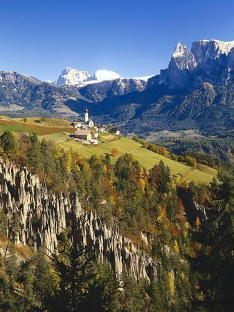 https://imgc.allpostersimages.com/img/posters/italy-south-tyrol-mittelberg-am-ritten-schlern-earth-pillars-autumn_u-L-Q11YP710.jpg?p=0