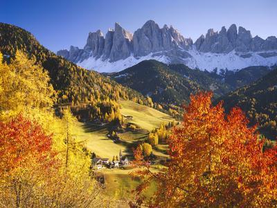 https://imgc.allpostersimages.com/img/posters/italy-south-tyrol-villn-tal-st-magdalena-mountains-geislerspitzen-autumn_u-L-Q11YX3P0.jpg?artPerspective=n