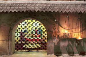 Relics of Saint Nicholas, Crypt of Basilica of Saint Nicholas (Basilica Di San Nicola), Italy by Ivan Vdovin