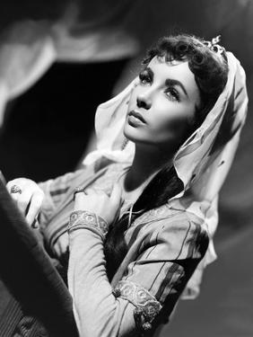 IVANHOE, 1952 directed by RICHARD THORPE Elizabeth Taylor (b/w photo)
