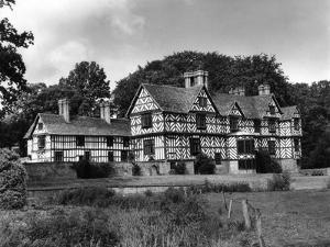 Elizabethan Mansion by J. Chettlburgh