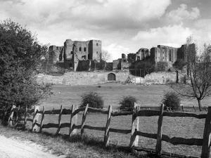Kenilworth Castle by J. Chettlburgh