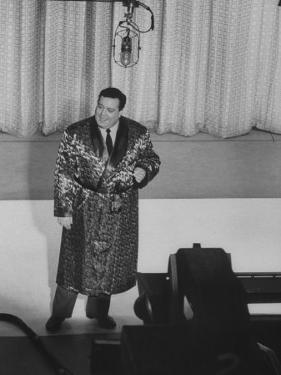 "Jackie Gleason, Warming Up the Audience before the TV Show ""The Honeymooners"""