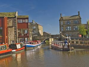 Liverpool Leeds Canal, in the Basin at Skipton, Yorkshire Dales National Park, Yorkshire, England by James Emmerson