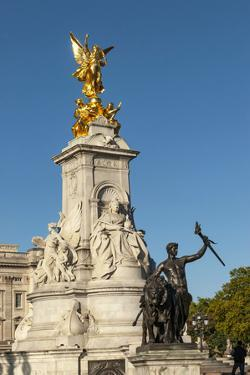 Queen Victoria Monument, Buckingham Palace, The Mall, London, England by James Emmerson