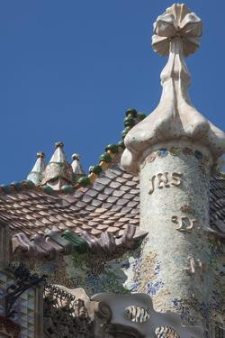 Roof Detail of Casa Batllo by James Emmerson
